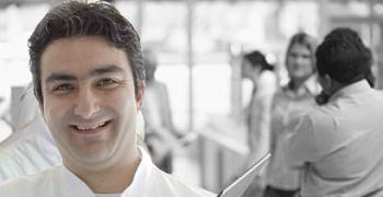 Dr. Dt. Aydın Kükrer - Diş eti hastalıkları uzmanı